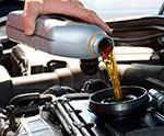 доливка масла в автомобиль